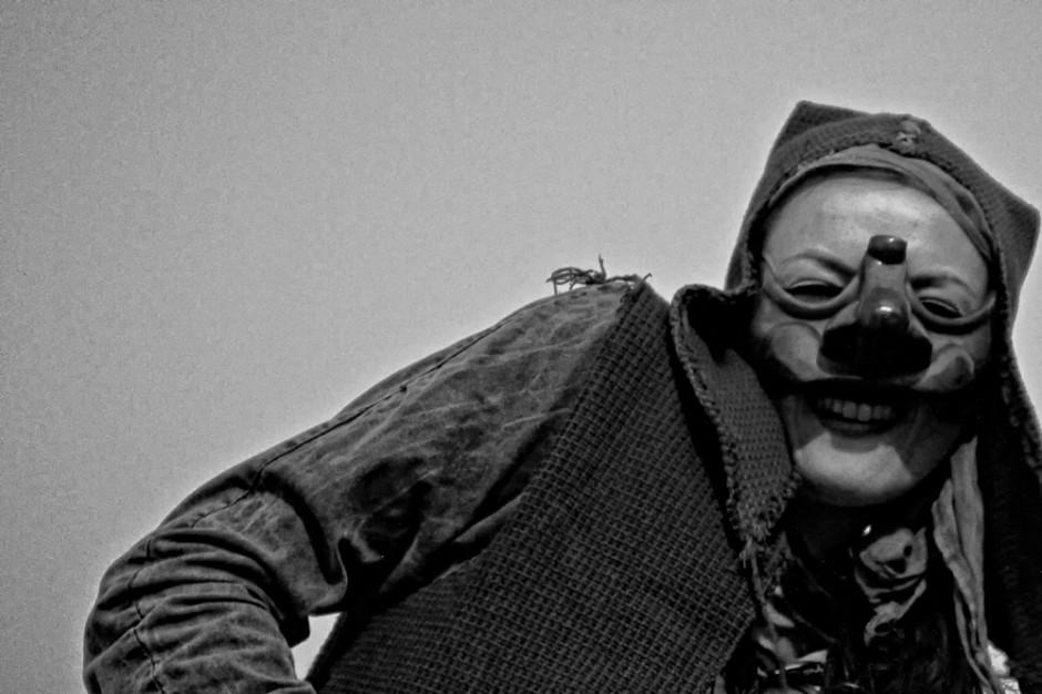 In maschera